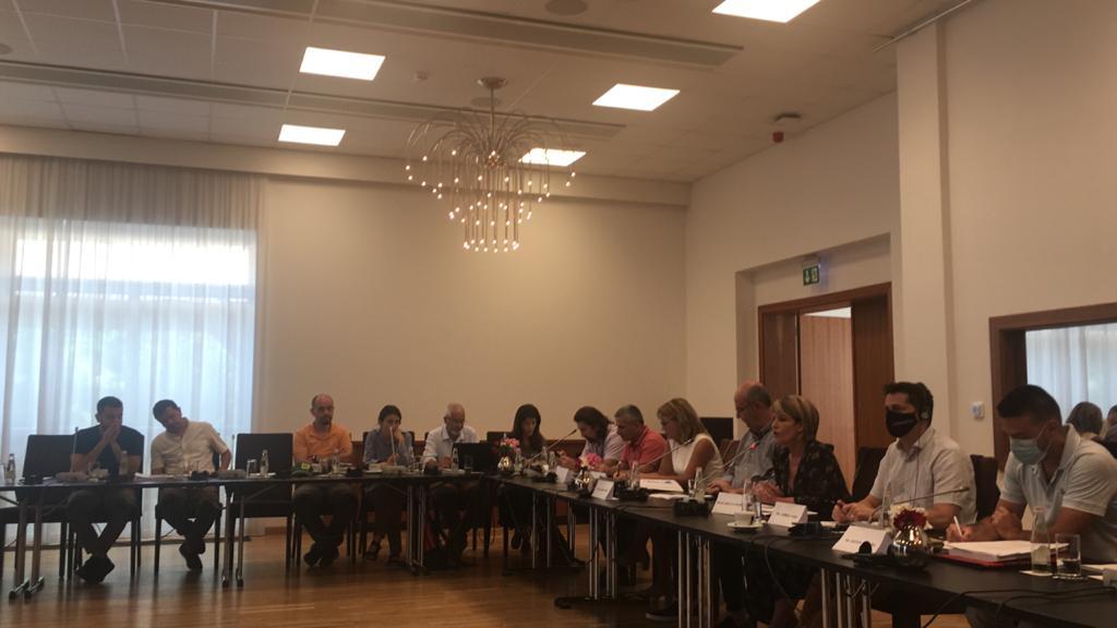 Foto: Konsultimi publik me  organizatat  mjedisore për draft-vendimet e Këshillit të Ministrave për Sistemin e rivlerësuar të Zonave të Mbrojtura